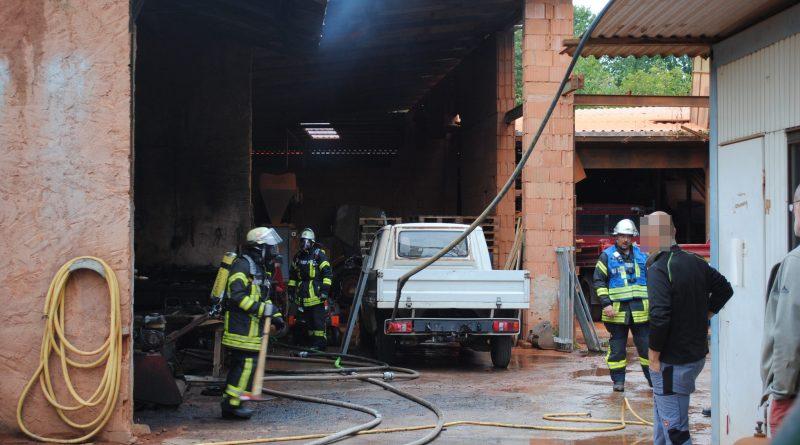 Karlsruhe: Lagerhallenbrand in Neureut – 26.09.2016