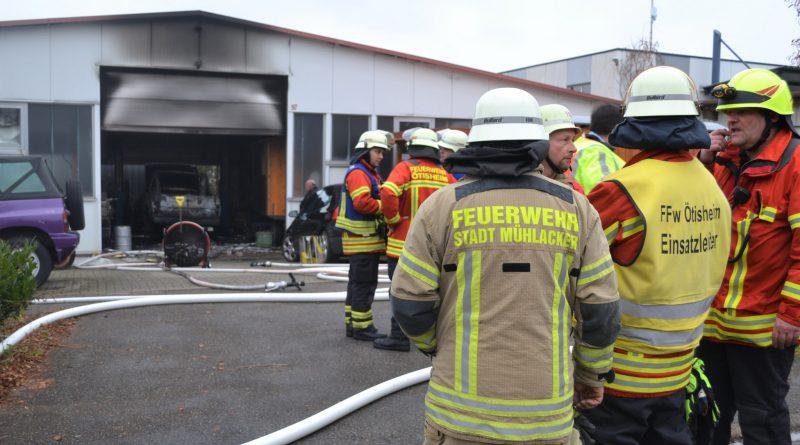 Ötisheim: Jeep beginnt nach Schweißarbeiten zu brennen – Werkstattbrand mit 60.000€ Schaden