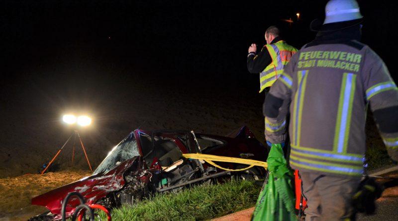 Dürrmenz: In den Gegenverkehr gekommen – 3 Verletzte und eine tödlich verletzte Person