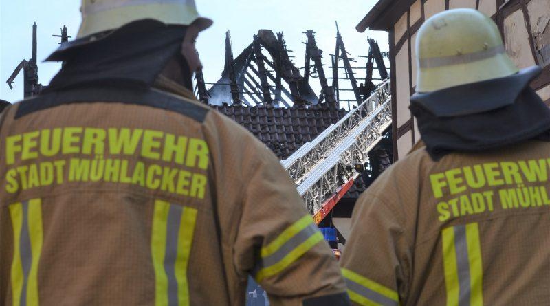 Mühlhausen: Scheune nach Brand einsturzgefährdet, 100.000€ Schaden
