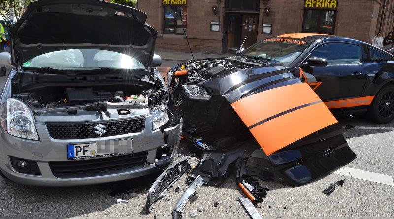Pforzheim: Verkehrsunfall auf der Kreuzung Hohenzollernstr./Heinrich-Wieland-Allee – 23.04.2017