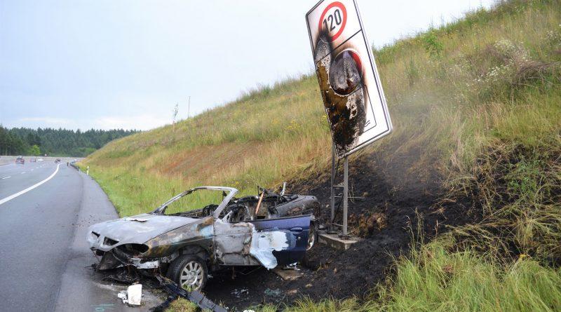 A8 bei Karlsbad: Cabrio nach Unfall ausgebrannt – 15.06.2017
