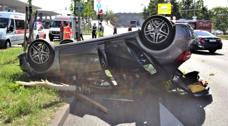 Pforzheim: Unfall am Bahnhofsplatz – Fahrzeug überschlagen – 17.06.2017