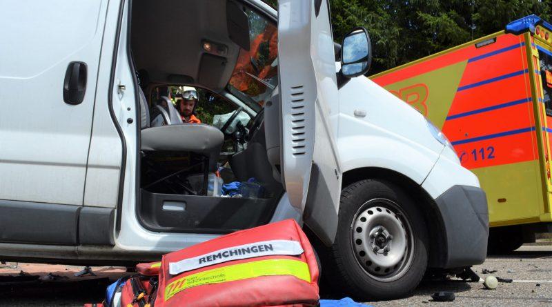 20.000€ Schaden und ein schwerverletzter nach Unfall auf der B10 bein Kleinsteinbach