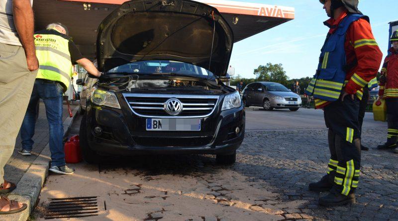 Falsch getankt, 15 L Benzin in Kanalisation abgelassen – 20.08.2017