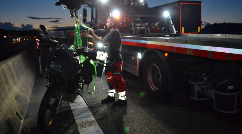 A8 zw. PF-West und Karlsbad – Motorradfahrer gestürzt – 01.06.2018