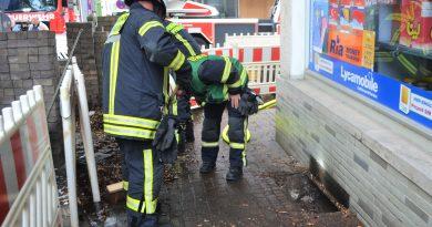 Brand im Lichtschacht – weggeworfene Zigarette die Ursache?