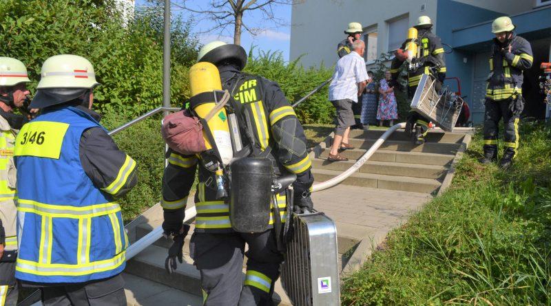 Brand im Verteilerkasten eines Hochhauses auf Haidach hält Feuerwehr mehrere Stunden auf Trab.